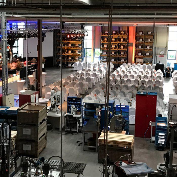 AUDIO-SYSTEME - Firmenevent in einer Produktionshallt