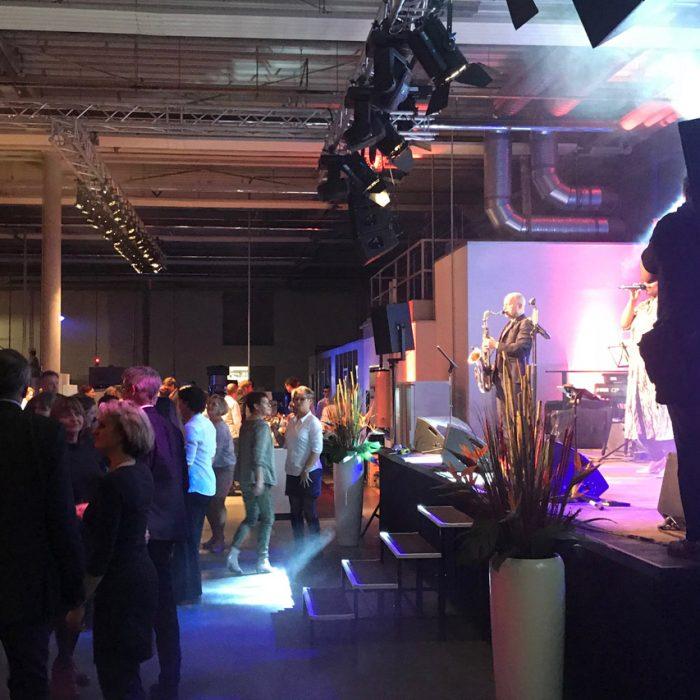 AUDIO-SYSTEME - Firmenevent - Band und tanzende Gäste